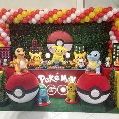 20 ideas para tu fiesta Pokémon Go Pokemon Themed Party, Pokemon Birthday Cake, Birthday Fun, Birthday Party Themes, Pokemon Party Decorations, Birthday Table Decorations, Balloon Decorations Party, Pikachu, Pokemon Balloons