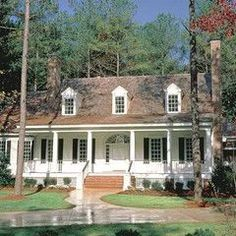 traditional exterior Cape Cod/ Colonial Just stunning! Colonial House Plans, Country House Plans, Colonial Cottage, Colonial Style Homes, Style At Home, Exterior Tradicional, Brick Steps, Brown Roofs, Cape Cod Style House