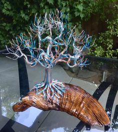 Surfs Up. Blue, copper and silver wire tree on driftwood. Copper Wire Crafts, Copper Wire Art, Tree Of Life Art, Tree Art, Bonsai Wire, Wire Tree Sculpture, Unique Trees, Tree Wall Decor, Wire Trees