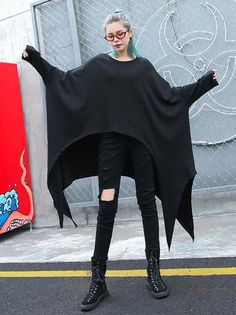 Cropped Plus Size Batwing Sleeves Fashion Shirt Top - Plus Size Fashion & Dress Gothic Fashion, Curvy Fashion, Plus Size Fashion, Witch Fashion, Petite Fashion, Plus Size Tips, Looks Plus Size, Plus Size Jumpsuit, Cropped Plus Size