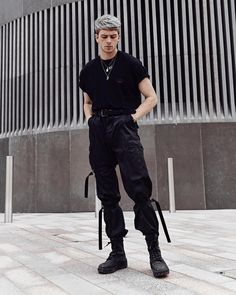 solid snake from closet All Black Fashion, Boy Fashion, Autumn Fashion, Alternative Men, Alternative Fashion, Style Casual, My Style, Men Looks, Aesthetic Clothes