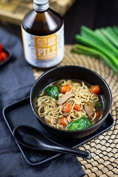 Werbung / Solltet ihr bislang noch nie eine Ramen Suppe probiert haben, wäre jetzt der perfekte Moment gekommen!  Der Beitrag Japanische Ramen Suppe – Rezept mit Pilzen & Spinat erschien zuerst auf Die Küche brennt. Japchae, Moment, Ethnic Recipes, Blog, Crispy Tofu, Instant Ramen, Healthy Fast Food, Blogging