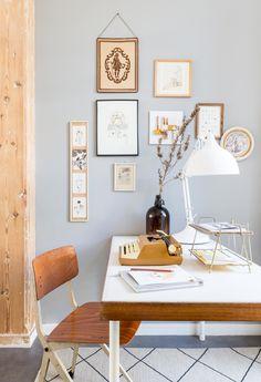 Mooi huis met betonlook vloer, houten elemeneten en kleuraccenten
