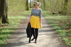 Spring outfit yellow skirt / grey
