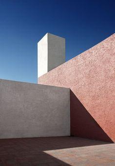 Casa Estudio in Mexico City - by Luis Barragan, 1948 Architecture Design, Minimal Architecture, Geometry Architecture, Mexico City, Minimal Photography, Photography Composition, Brutalist, Design Case, Exterior Design