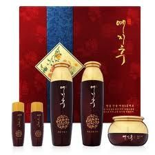 Korean Cosmetics_Yejihu Herbal Skin Care Premium Jinyul Set -- See this great product-affiliate link-affiliate link. Beauty Care, Beauty Skin, Korean Skincare, Korean Beauty, Herbalism, Skin Care, Cosmetics, Special Deals, Oil