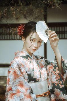 Japanese Geisha, Japanese Beauty, Japanese Kimono, Asian Beauty, Geisha Art, Kimono Design, Pose Reference Photo, Cute Poses, Beauty Shots