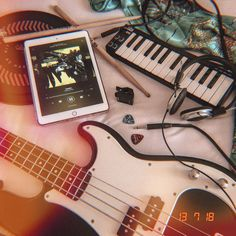 Fender Twenty One Pilots Flatlay Pierce The Veil, Paramore, 5 Seconds Of Summer, Kellin Quinn, Tony Perry, Good Charlotte, E Piano, Jack Barakat, Sleeping With Sirens