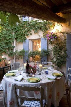French Cottage, Al Fresco (Source: Luciane, Home Bunch) French Country Cottage, French Country Style, Cottage Style, French Chic, Country Life, Country Living, Country Patio, French Countryside, Country Charm