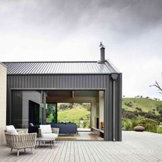 Sustainable Building Design, Contemporary Country Home, Hillside House, Desktop, Shed Homes, Small Buildings, Steel House, House Roof, Boat House