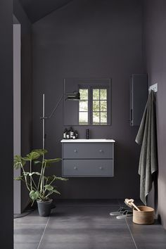 Montana in the bathroom - via Coco Lapine Design