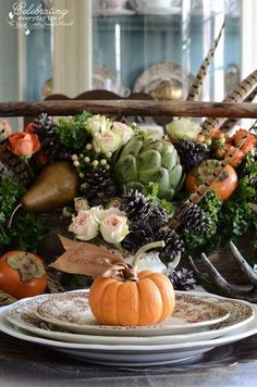 A Vision of Bounty: Thanksgiving Table Settings and Centerpieces - - You've baked the pies, basted the bird, and finished the sides; now, dress your Thanksgiving table with clever décor and enjoy the compliments! Thanksgiving Diy, Thanksgiving Table Settings, Thanksgiving Traditions, Thanksgiving Centerpieces, Diy Centerpieces, Thanksgiving Flowers, Vegetarian Thanksgiving, Thanksgiving Leftovers, Fruits Decoration