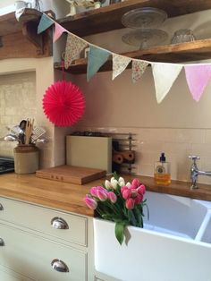 Bunting fresh flowers kitchen belfast sink Roses and Rolltops : I'm feeling Beautiful Kitchens, Beautiful Interiors, Stairs In Kitchen, Kitchen Sink, Kitchen Cabinets, Small Kitchen Layouts, Kitchen Ideas, Cottage Interiors, Home Comforts