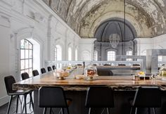 Ristorante d'atmosfera. The Jane ad Anversa. Una chiesa sconsacrata dove mangiare tra alta cucina e design.