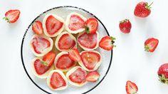 Kdybych měla prázdniny u babičky vyjádřit pomocí jídla, naprosto bezpochyby by to byly ovocné knedlíky. A jestli – na rozdíl od babičky – nechcete trávit celé léto v kuchyni, dnešní recept bude přesně pro vás.