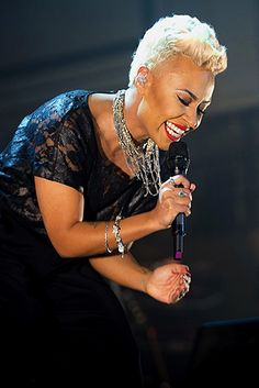 Music Magic Emeli Sande. YAY! Emeli Sande, Hair Meaning, Silver Foxes, Neo Soul, Hip Hop And R&b, Beautiful Voice, Ebony Women, Aging Gracefully, Music