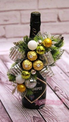 Community wall photos - Sites new Christmas Gifts For Friends, Homemade Christmas Gifts, Homemade Gifts, Diy Gifts, Christmas Crafts, Santa Gifts, Diy Bouquet, Candy Bouquet, Christmas Centerpieces
