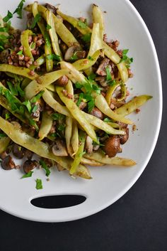 Looking to add more veggies to your life? Ever heard of Dragon Tongue beans? It's great in this recipe. Try this as a side dish or as a main dish to pack for the next day! Veg Recipes, Great Recipes, Vegetarian Recipes, Dinner Recipes, Healthy Recipes, Fall Recipes, Dinner Ideas, Favorite Recipes, Dragon Tongue Beans