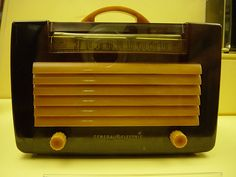 1940s Bakelite Radio by MildlyDiverting, via Flickr
