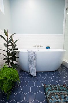 This bold, blue bathroom is proof beige isn't the only soothing shade.