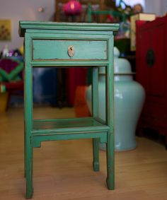 oriental bedside table - Google Search Antique Bedside Tables, Chinese Furniture, Creative Design, Oriental, Dressers, Antiques, Green, Cabinets, House