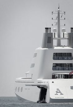 Russian billionaire, Andrey Melnichenko's $ 314 million Philippe Starck-designed yacht makes waves off the coast of Malibu.