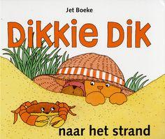 De keuze voor het kinderboek dat door de kinderen wordt gelegd in de kuil is vrij voor de hand liggend. De kinderen zelf zullen waarschijnlijk nog geen boeken voor volwassenen lezen maar willen haar wel een boek geven, hierdoor geven ze een kinderboek van hen eigen.