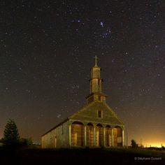 Vilupulli / Chiloe / Chile - La Iglesia San Antonio de Vilupulli, o simplemente Iglesia de Vilupulli, es un templo católico situado en la localidad de Vilupulli, en la comuna chilota de Chonchi en la Región de Los Lagos, Zona Sur de Chile. Forma parte del grupo de 16 iglesias de madera de Chiloé