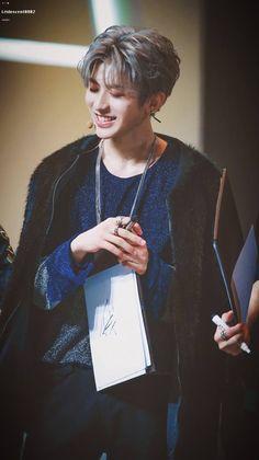 when you smile, sun shines (´▽`ʃƪ)♡ When You Smile, Your Smile, Rapper, Cute Disney Wallpaper, Chinese Boy, Korean Model, Pop Rocks, Handsome Boys, Pop Group