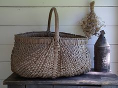 Wonderful large basket, nice proportion.