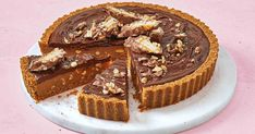 No-bake Picnic pie Enjoy a slice of this dreamy caramel and chocolate pie, with Picnic chocolate bars and peanuts for added crunch. Chocolate Bar Recipe, Chocolate Pies, Picnic Pie Recipe, Picnic Recipes, Picnic Ideas, Picnic Foods, Pie Recipes, Dessert Recipes, Recipies