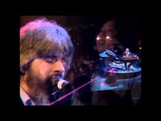 ▶ Michael McDonald with The Doobie Brothers - I Keep Forgettin' [Live 1982] - YouTube