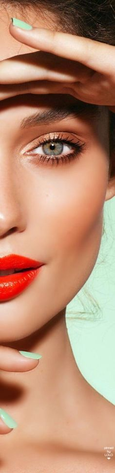 Red Makeup, Love Makeup, Beauty Makeup, Beauty Bar, True Beauty, Perfect Red Lips, Latest Makeup Trends, How To Curl Your Hair, Two Faces