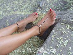 Ne sortez jamais pieds nus sans les bijoux Very Micky :)