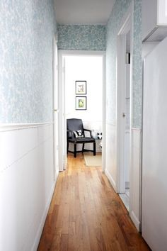 The hallway is decorated with bedsheets applied using liquid starch, and below the chair rail spare slats from window blinds to create a wainscoting-meets-picket fence look. The best part about using starch and fabric is that you just remove the fabric when youre done and theres no repainting required when you move out.....I wonder if this would actually work???