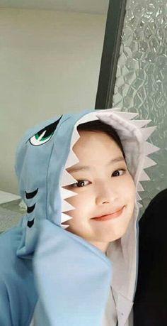 jennie💙 so cute Kim Jennie, Divas, Yg Entertainment, Kpop Girl Groups, Kpop Girls, Exo Red Velvet, Chica Cool, Blackpink Members, Black Pink Kpop