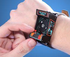 アーケードゲーム機そっくりな腕時計【Classic Arcade Wristwatch】 インテリアハック
