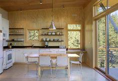 Combinatie van populierenhout met beton in een berghut.  Modern Cabins | Modern Cabin: A Forest Retreat to Pine For | Busyboo