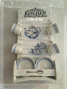 Buenas noches de domingo a todos! Normalmente dejo los agradecimientos a vuestros comentarios para el final, pero hoy quería que fuer... Small Furniture, Refurbished Furniture, Cardboard Crafts, Wood Crafts, Decopage Wood, Vintage Decor, Rustic Decor, Blue Yellow Kitchens, Washboard Decor