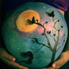 Caroline Dagenais belly painting | BELLY PAINTING moon and butterfly