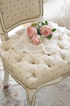 All You Need To Know About Shabby Chic Home Furnishings – Shabby Chic Home Interiors Romantic Cottage, French Country Cottage, Romantic Roses, Vintage Shabby Chic, Shabby Chic Homes, Raindrops And Roses, Bedroom Turquoise, Rose Cottage, Shabby Cottage