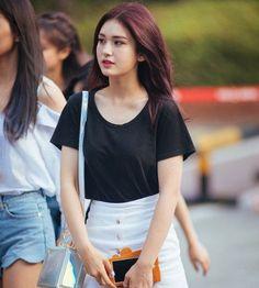 Black Plain Tee with White Short Fashion of Jeon Somi