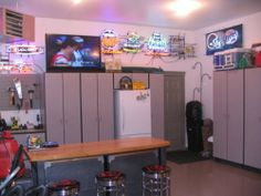 Looking for some Man Cave ideas, to bulid your ultimate man cave in 2014?   Check out these awesome Garage Man Cave Ideas!  #pinyourresolution #mancave