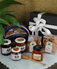 South Africa Snack & Gift Hampers for all occasions. Gift Hampers, Plush Dolls, South Africa, Biscuits, Honey, Snacks, Chocolate, Fruit, Tableware