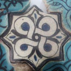 Turkish Seljuk Geometric Design Tile From Konya Karatay Medrese(School). The Turkish Seljuk tiles now displayed at the Karatay Medrese in Konya originally decorated the walls of the century Kubadabad Palace on the shores of Lake Beyşehir. Turkish Art, Turkish Tiles, Islamic Tiles, Islamic Art, Mosaic Art, Mosaic Tiles, Ceramic Pottery, Pottery Art, Antique Tiles