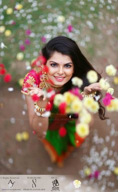 A Classic Photo Shoot With Beautiful Outfits, Nifty Makeup & Graceful Pictures!