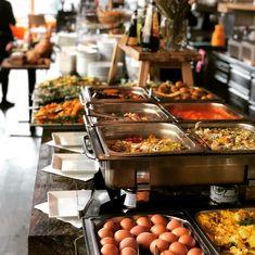 Im Zeichen von Eierspeis, Müsli, Kuchen und Co entführen wir euch auch in Teil 2 zu den besten Locations für all you can eat-Brunch in Wien. Brunch