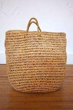 // vintage raffia shopping bag