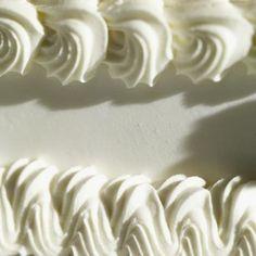 Cómo preparar un glaseado de crema de mantequilla con sabor a vainilla | eHow en Español