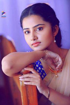 Selfies and Photoshoots of Actress Anupama Parameswaran Cute Beauty, Beauty Full Girl, My Beauty, Beauty Women, Beautiful Girl Indian, Beautiful Girl Image, Most Beautiful Indian Actress, Beautiful People, Indian Heroine